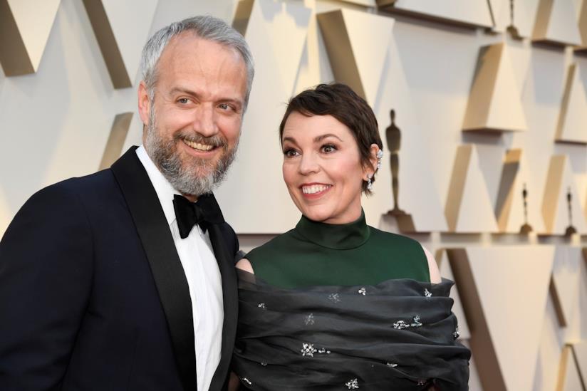 Olivia Colman sul red carpet con Ed Sinclair agli Oscar