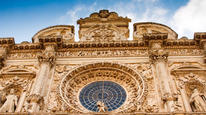 Le decorazioni della facciata della Basilica di Santa Croce lecce