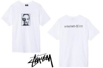 Stüssy per Karl Lagerfeld: una t-shirt grafica per omaggiare il designer
