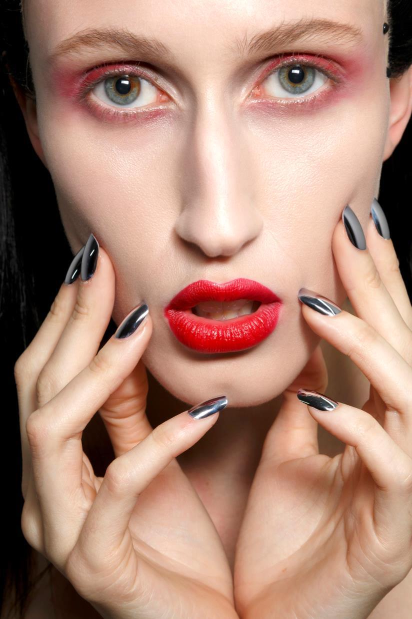 Nail art a specchio argento