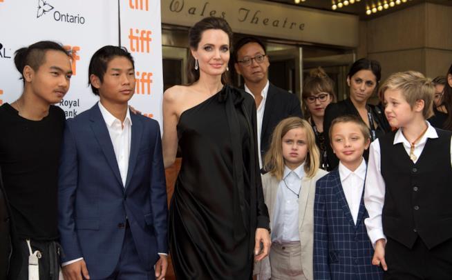 Angelina Jolie con i suoi figli sul red carpet