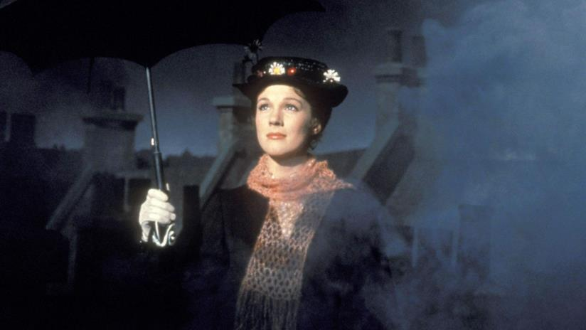 Una giovane Julie Andrews interpreta Mary Poppins