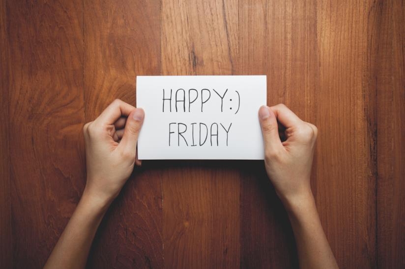 Post-it con scritto Happy Friday