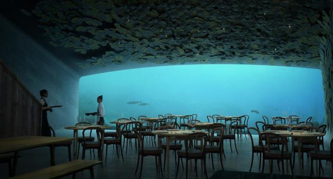 Interno della sala da pranzo con la finestra panoramica