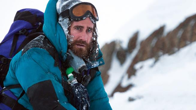 Jake Gyllenhaal in una scena del film Everest