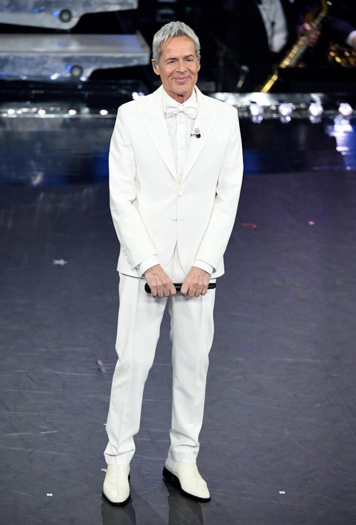 Claudio Baglioni in total white
