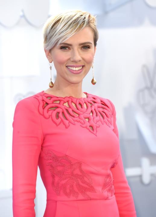 Scarlett Johansson in rosa