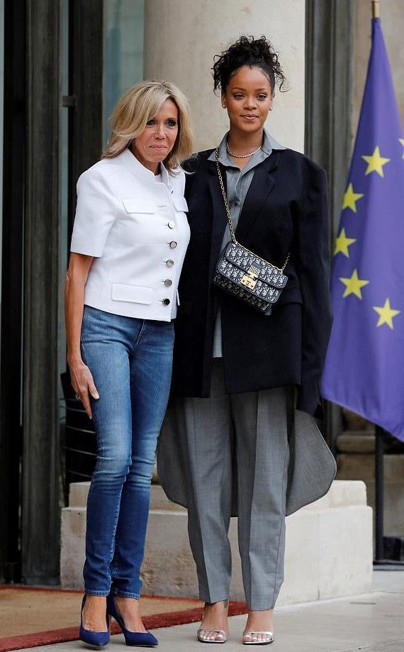 Il look di Brigitte Macron e Rihanna