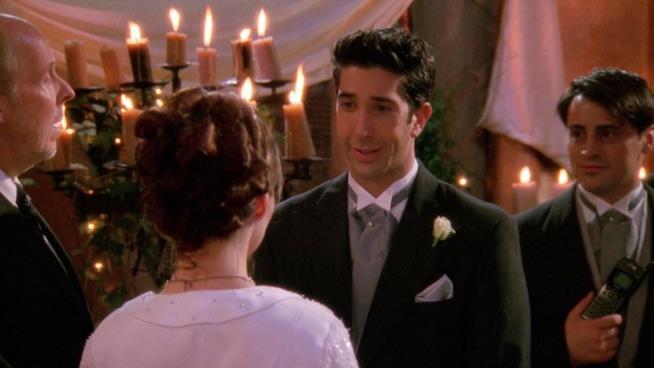 Ross sull'altare con Emily