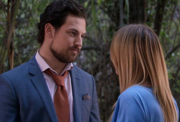 Un momento intimo tra Andrew e Meredith nel finale di Grey's Anatomy 14