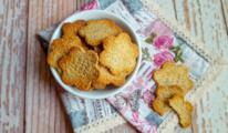 Ciotola con biscotti salati