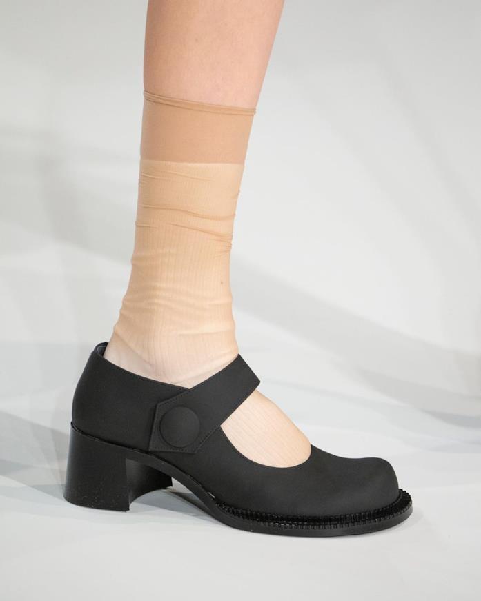Dettaglio della sfilata, le calze color carne