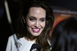 Angelina Jolie sorride alla premiere di The Breadwinner