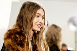 Gigi Hadid in un backstage