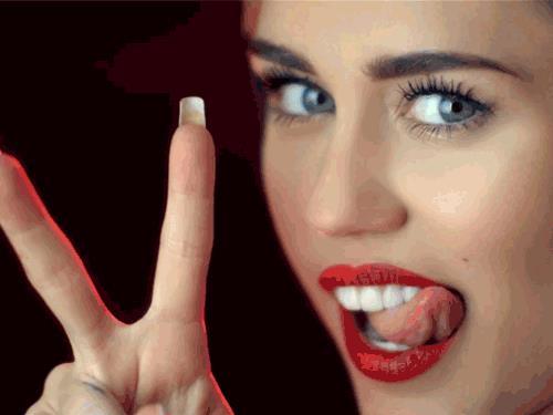Miley Cyrus fa l'occhiolino