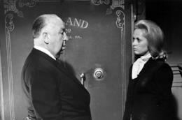 Alfred Hitchcock sul set di Marnie con la protagonista Tippi Hedren