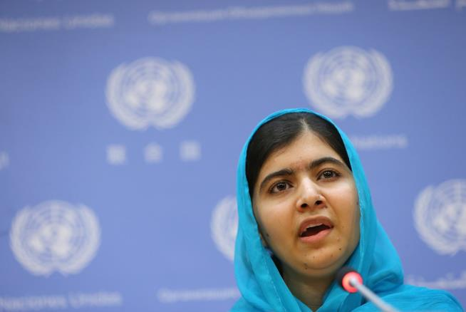 Malala Yousafzai durante un discorso pubblico