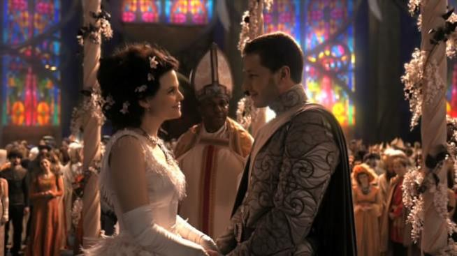 Biancaneve e Azzurro sul punto di sposarsi