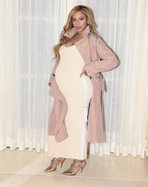 Look dai toni tenui per Beyoncé