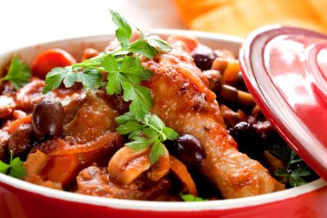 Pollo alla cacciatora con capperi e olive, la ricetta
