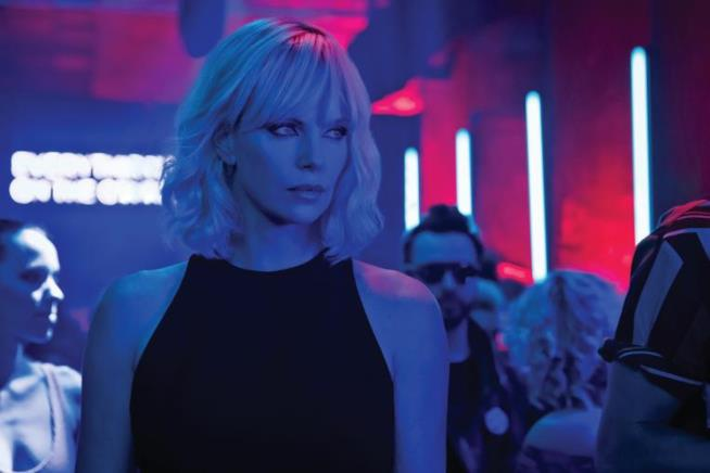 atomic blonde con charlize theron