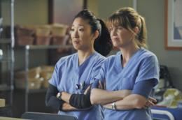 Cristina Yang e Meredith Grey insieme sulset di Gtey's Anatomy