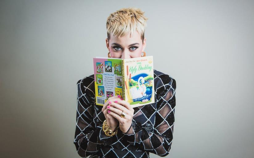 Uno degli scatti realizzati da Katy Perry per promuovere Magic of Storytelling, iniziativa Disney