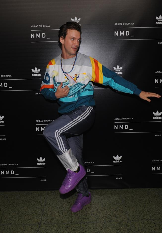 Max Heiges con le adidas superstar supercolor