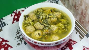 Zuppa con carne, uovo e verdure