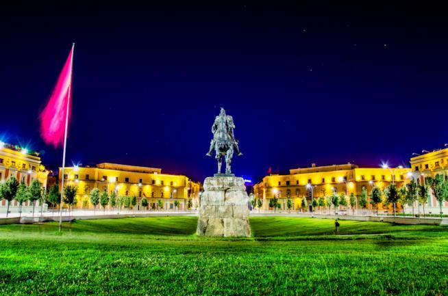 Piazza Skanderbeg, la più importante di Tirana
