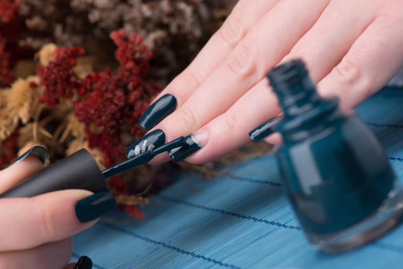 Manicure silver e blu