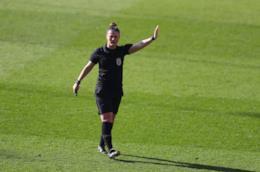 Arbitro donna calcio inglese