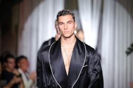 Un modello sfila per Dplce & Gabbana