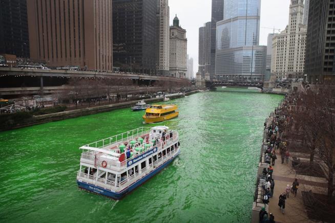 Il fiume verde per la Festa di San Patrizio a Chicago