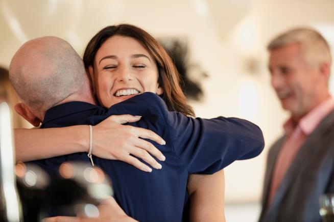 Amici e parenti al matrimonio