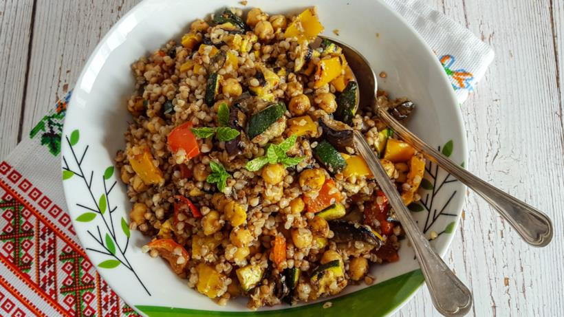 Ciotola con cereali e verdura