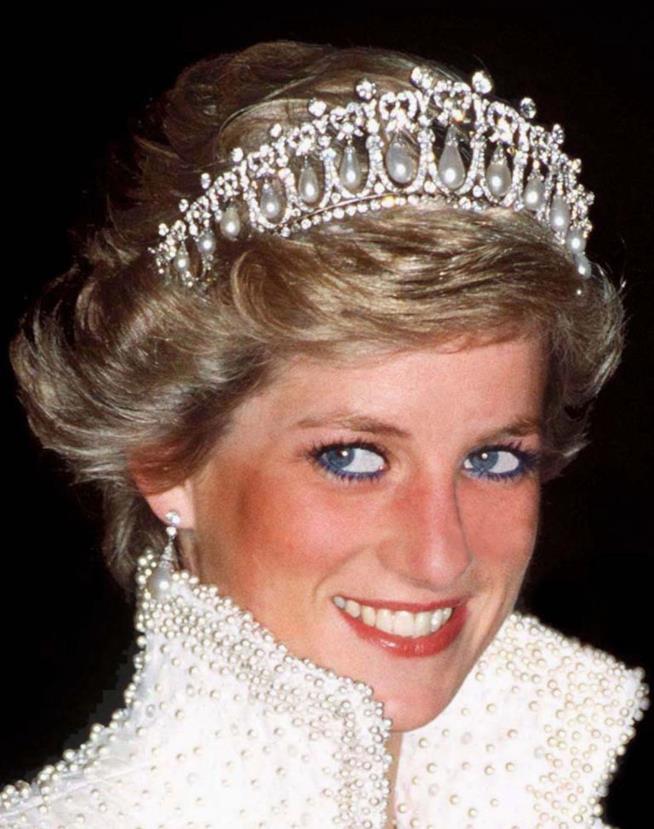Lady Diana con la tiara regale