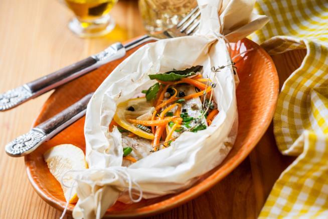 Cartoccio di mare con orata e verdure