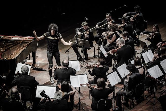Giovanni Allevi e orchestra
