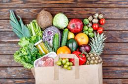 Busta con frutta e verdura