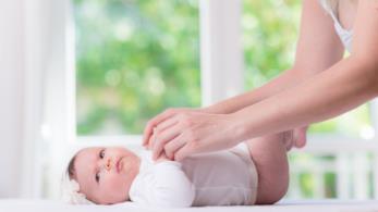 Bambina sul fasciatoio
