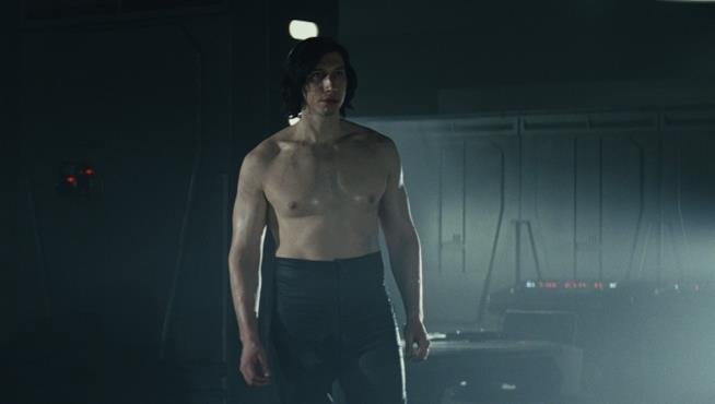 Kylo Ren a petto nudo in Star Wars. Gli ultimi jedi