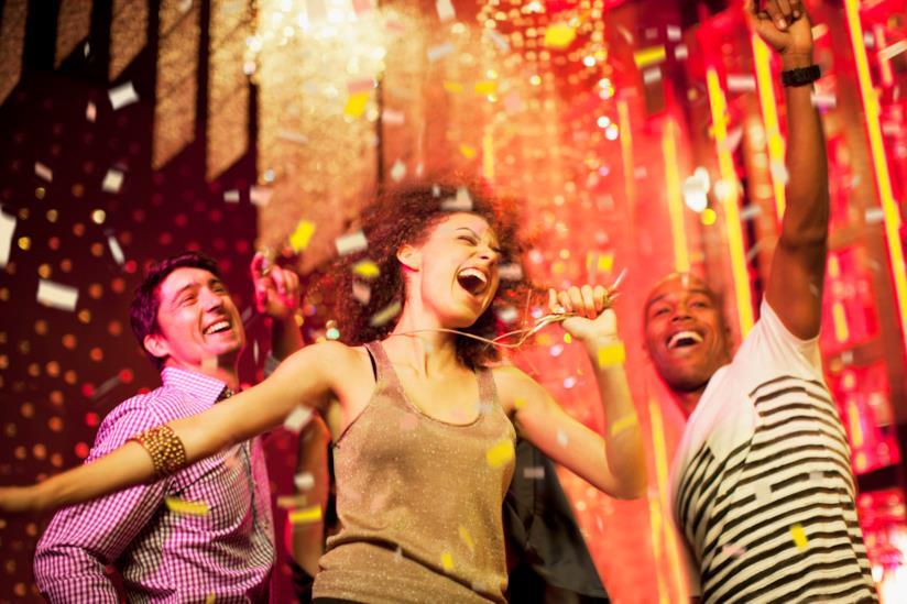 L'amica festaiola in discoteca