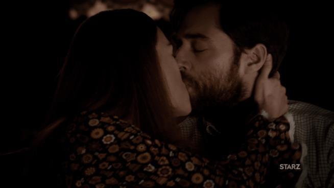 Brianna bacia appassionatamente Roger