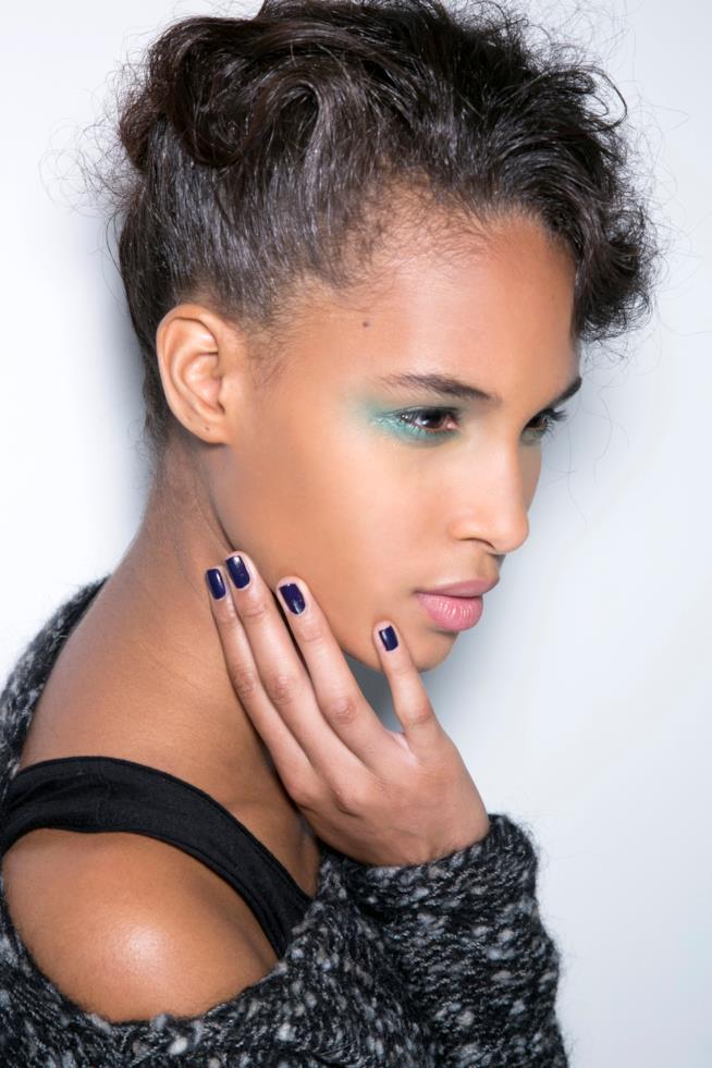 Nail art in gel blu notte