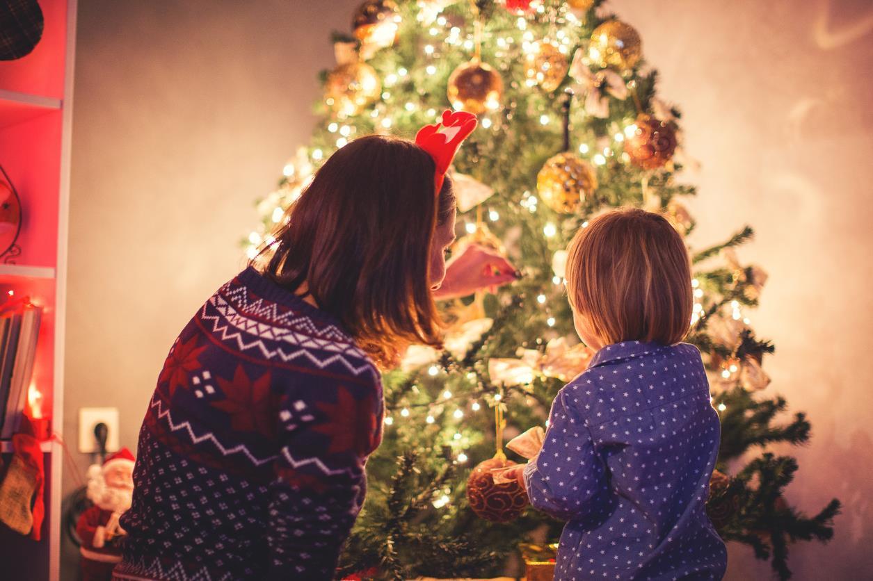 Regali Di Natale Ad Amici.Frasi Di Natale Auguri E Aforismi Per Amici Famigliari E