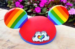 Le orecchie arcobaleno di Topolino