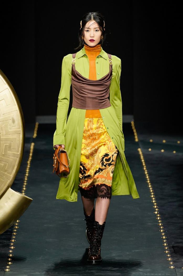 Una modella in passerella per Versace
