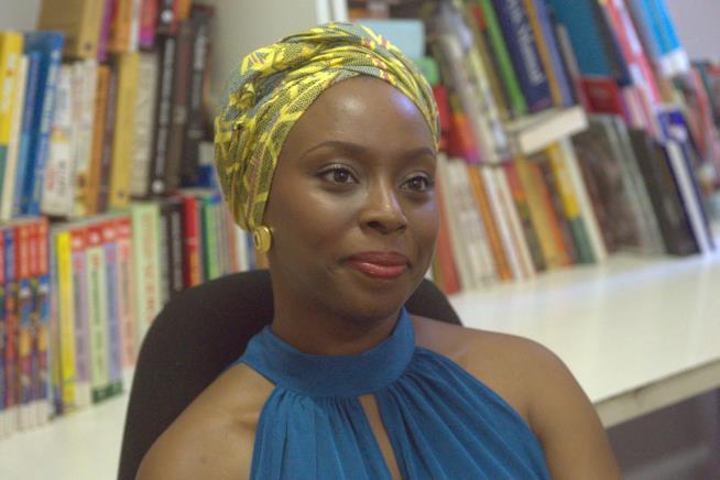 La scrittrice Chimamanda Ngozi Adichie a un evento
