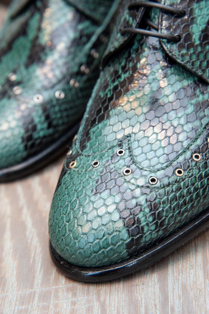Scarpe animalier verdi serpentate